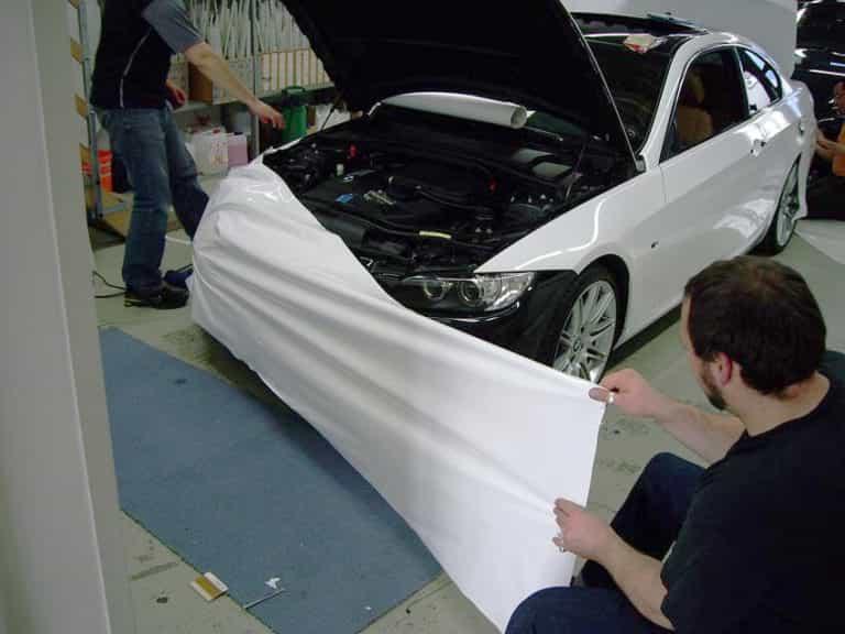 нанесение виниловой пленки на авто