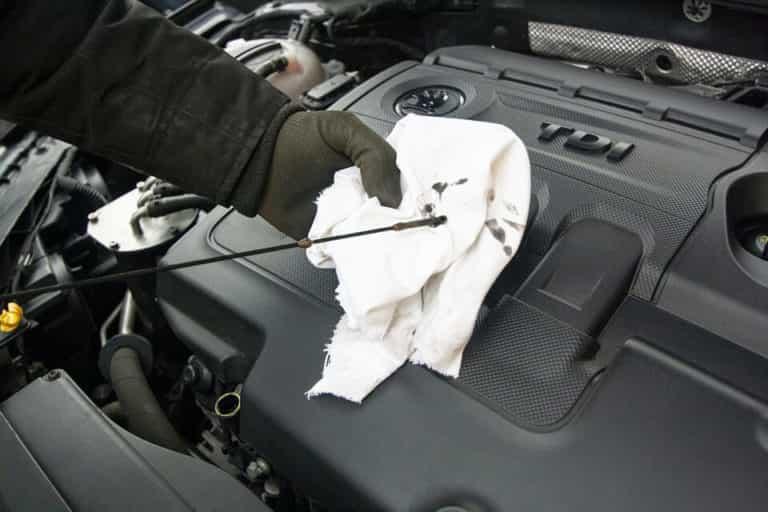 визуальный осмотр масло в автомобиле